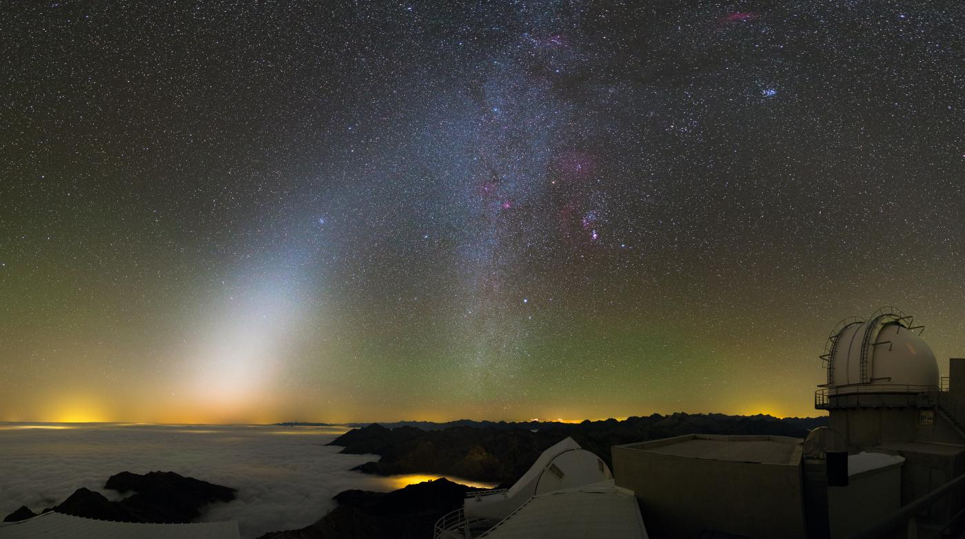 Lumière zodiacale et Orion depuis le Pic du Midi